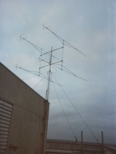 452px-OldG3KMI_VHFcontest_antenna_array3