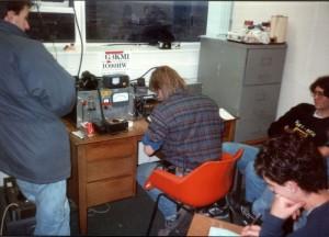 800px-OldG3KMI_VHFcontest_shack